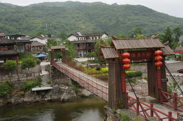 郴州仙乐水上休闲度假村坐牛车,过财门